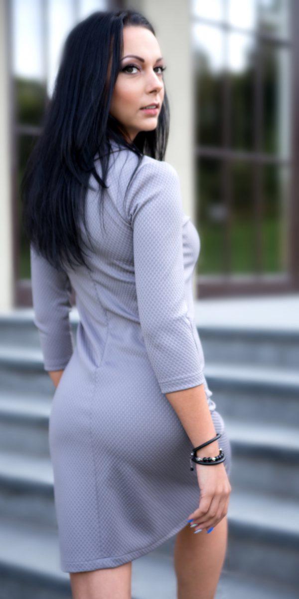 suknele su kaspinu