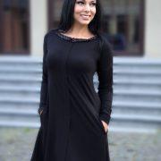 suknele su blizguciais